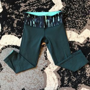 Wunder Under Reversible Crop Mint and Teal 4 EUC